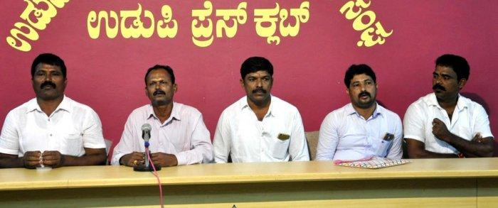 Malpe Trawl Boat Fishermen Association president Ganesh Suvarna speaks to reporters in Udupi on Wednesday.