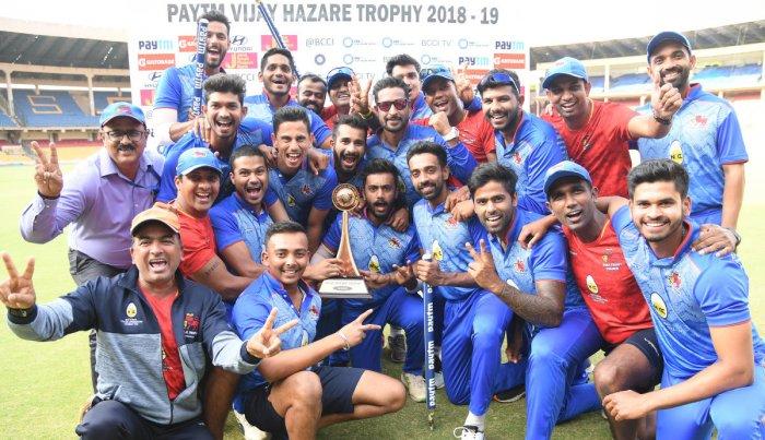 Mumbai players celebrate after winning the Vijay Hazare triphy at the Chinnaswamy Stadium in Bengaluru on Saturday. DH Photo/ Srikanta Sharma R