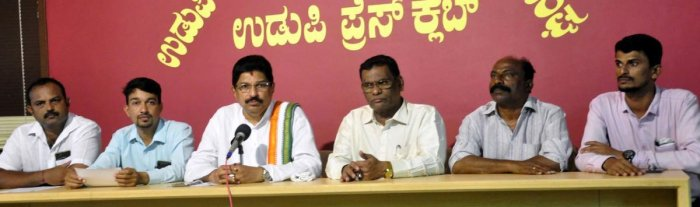 Former MLA U R Sabhapathy speaks to mediapersons on Udupi on Tuesday.