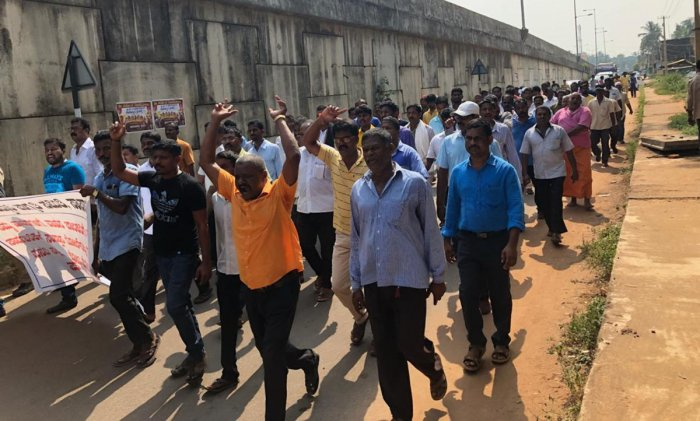 Members of Rashtriya Heddari Jagrithi Samithi take out a padayatra against toll collection from local vehicles at Sastan near Brahmavar on Sunday.