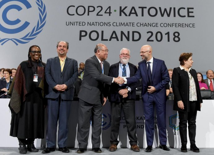 UN climate chief Patricia Espinosa, Iran's head of delegation Majid Shafiepour Motlagh, China's top climate negotiator Xie Zhenhua, European Union's climate commissioner Miguel Arias Canete, COP24 president Michal Kurtyka react at the end of the final ses