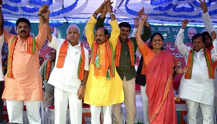 BJP state president B S Yeddurappa with BJP leaders R Ashoka, Dr. Siddaramaiah, C P Yogeswar, Shobha karandlaje and D S Veeraiah at the BJP election campaign at Mandya.