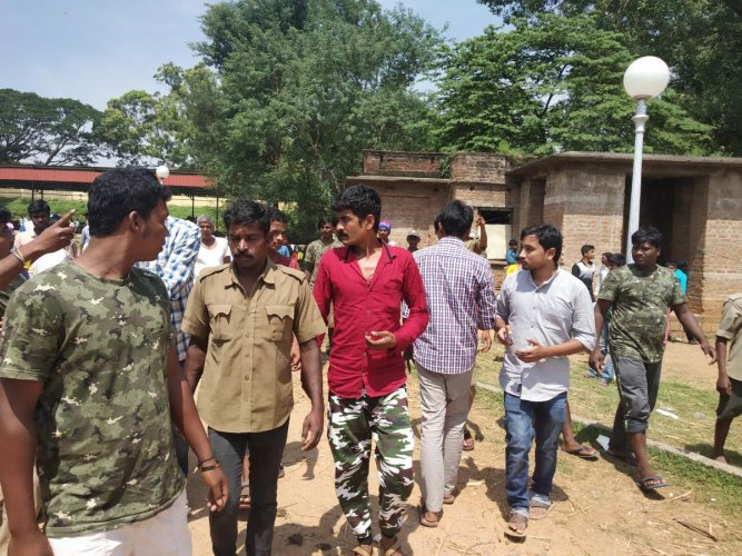 Mahouts and tourists during an altercation on Mysuru Palace premises in Mysuru on Saturday.