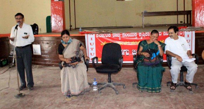 Rajya Samyukta Krishi Karmikara Sanghatane General Secretary M Shashidhar speaks at a meeting in Madikerion Saturday.