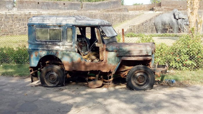 An old and abandoned jeep on the premises of the Madikeri Fort.