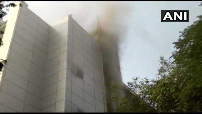 Smoke from ESIC Kamgar Hospital at Marol in Andheri suburbs of Mumbai. (ANI/Twitter)