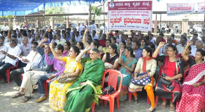 Udupi District Farmers' Association members stage a protest in front of DC's office.