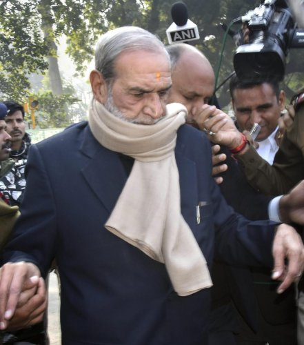 Congress leader Sajjan Kumar appears at the Patiala House Court in connection with the 1984 anti-Sikh riots case, 3 days after he was convicted in another riots case by High Court, in New Delhi, Thursday, Dec. 20, 2018. (PTI Photo)
