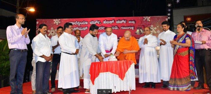 Bishop Rev Dr Fr Peter Paul Saldanha , Swami Ekagamyananda and Mohammed Kunhi cut a cake to mark Christmas Souharda Sambhram in Mangaluru.