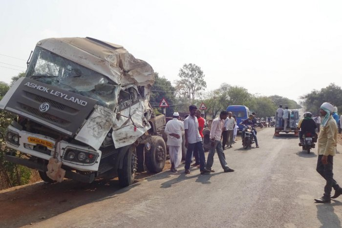Container lorry that crashed into a roadside hotel near Boral in Aurad taluk, Bidar district, in the wee hours of Sunday. DH PHOTO