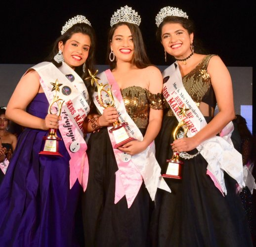 Amanda Lasrado (centre), who was crowned Envigreen Miss Mangaluru 2018, poses with Nishitha Fernandes (right), the first runner-up and Prajnya, the second runner-up in Mangaluru recently.