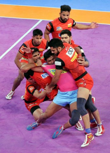 Jaipur Pink Pathers and Bengaluru Bulls in action during their PKL Zone B game in Kolkata on Thursday. PTI