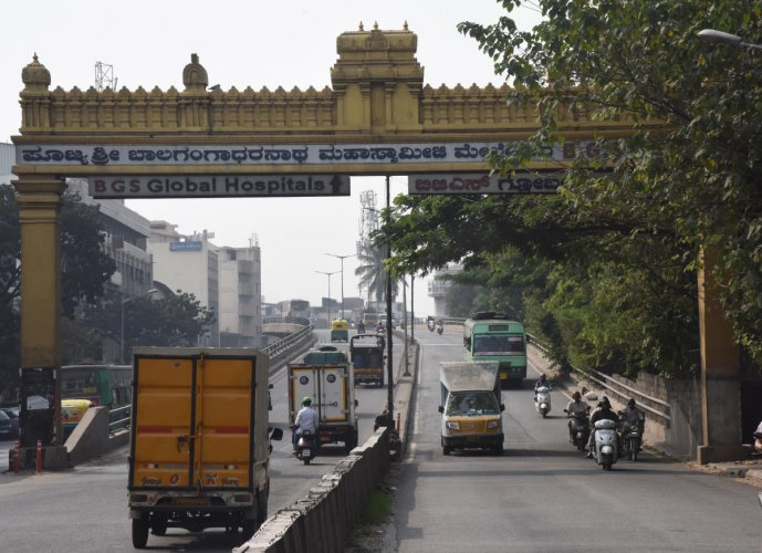 It will take four months to repair Sirsi Circle flyover, the oldest in Bengaluru. DH PHOTO/JANARDHAN B K