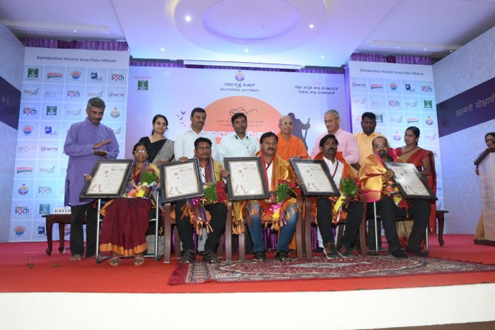 Representatives of gram panchayats that fared well during the Swacch Grama campaign in Dakshina Kannada were feliciated during a programme held at Ramakrishna Mutt, in Mangaluru on Saturday.