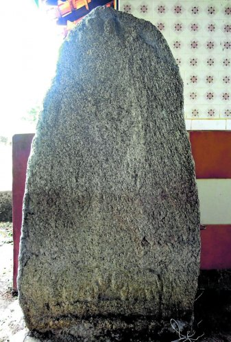 The stone inscription found at Kolapu Mahavishnumurthy Temple near Alevooru in Udupi taluk.