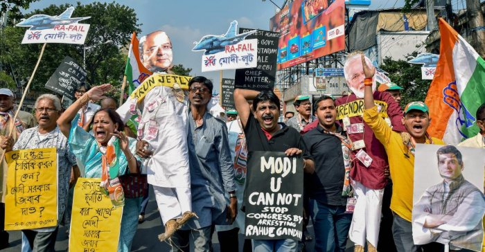 Kolkata: Congress workers shout slogans during a protest against Central Government over the Friday's arrest of their leader Rahul Gandhi, in Kolkata on Saturday, October 27, 2018. (PTI Photo/Swapan Mahapatra) (PTI10_27_2018_000090A)