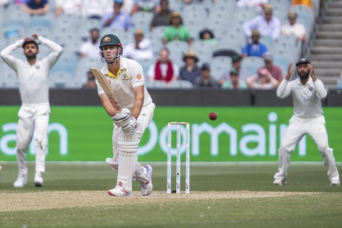 Mitchell Marsh, alternating between T20 and Test cricket, struggled to find his bearings in Melbourne.