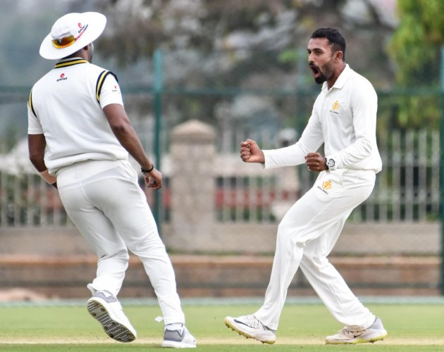 IN FOCUS: Karnataka will hope for the in-form leg-spinning all-rounder Shreyas Gopal to fire on a rank turner against Baroda in Vadodara. DH FILE PHOTO