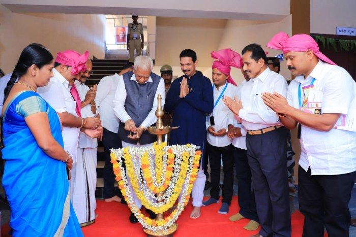 Governor Vajubhai Rudabhai Vala inaugurates the additional classrooms at Daddalakadu Government Higher Primary School on Saturday.