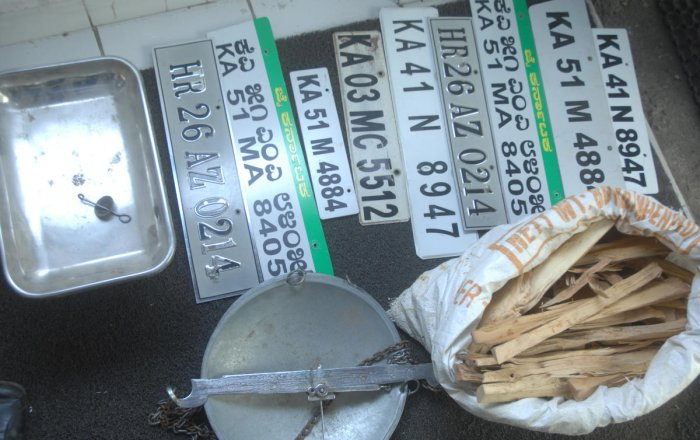 Seized weighing scale, number plates and nine kilogram of sandalwood in police custody.
