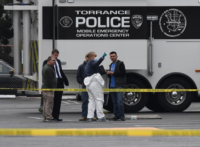 Police investigators work outside the Gable House Bowl center after 3 men were killed and 4 injured in a shooting at the bowling alley in Torrance, California, on January 5, 2019. (Photo by Mark RALSTON / AFP)