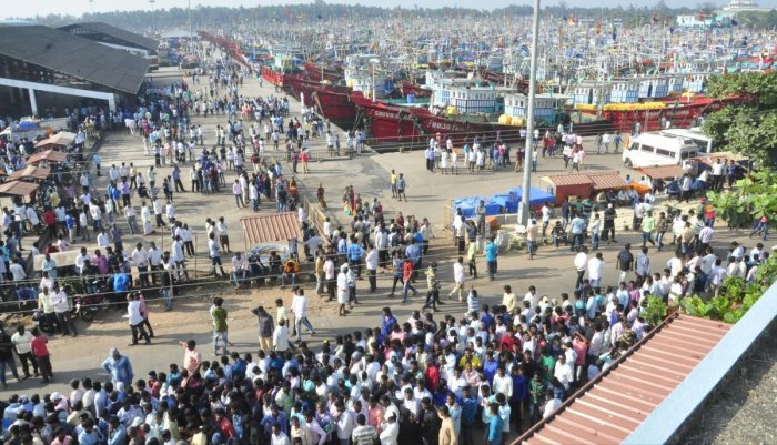 Fishing comes to a halt at Malpe harbour during the protest, on Sunday. dh photo