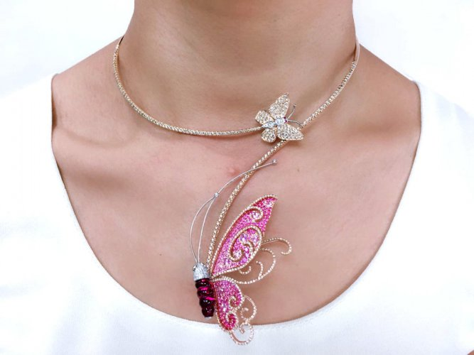 Wearing animal motif jewellery is fun and you can make quite a statement with it.