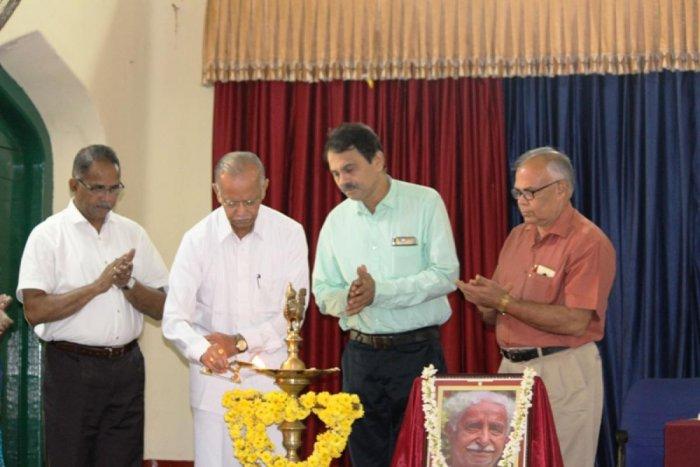 Karkala Bhuvanendra College Retired Kannada Professor M Ramachandra inaugurates 'Kuvempu Namana' at University College on in Mangaluru.