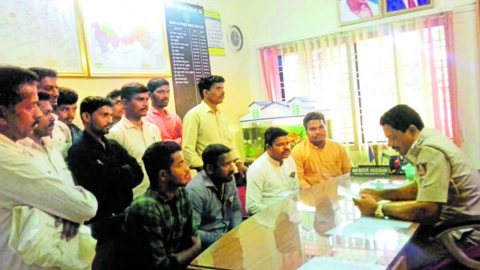 Leaders from State and District Malekudiya Associations lodged a complaint at Karkala taluk police station demanding action against Yakshagana artistes for ridiculing their community in a play staged during Vishwa Tulu Sammelan held in Dubai recently.