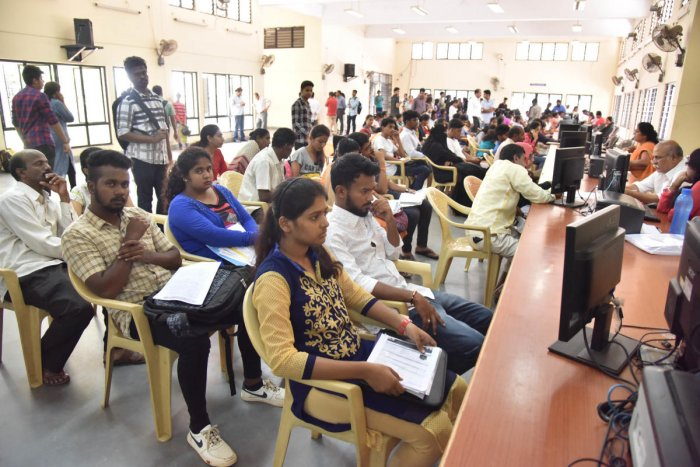 Students along with their parents at the documents verification for NEET at CET cell in Bengaluru. DH File Photo