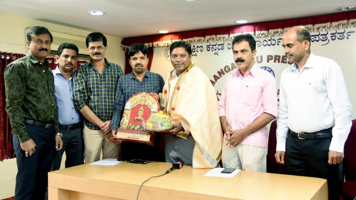 Deputy Commissioner Sasikanth Senthil is felicitated by the members of DK Working Journalists' Association during a programme at Mangaluru Press Club in Mangaluru on Wednesday.