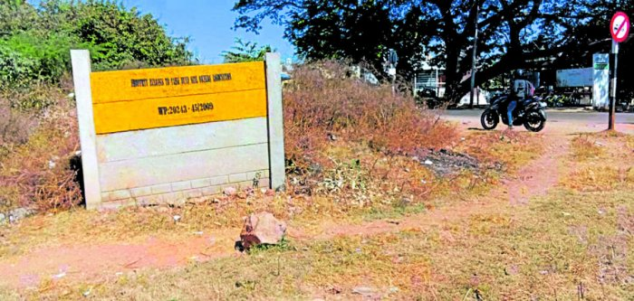 The board of the Doddakere Tank Bund Site Owners Association that existed on the land of Doddakere, in Mysuru, till the morning of Thursday.