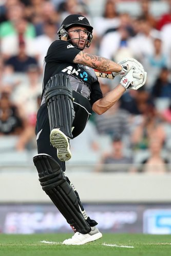 CRUCIAL: Doug Bracewell of New Zealand pulls one to the fence en route his 44 against Sri Lanka at the Eden Park in Auckland on Friday. AFP