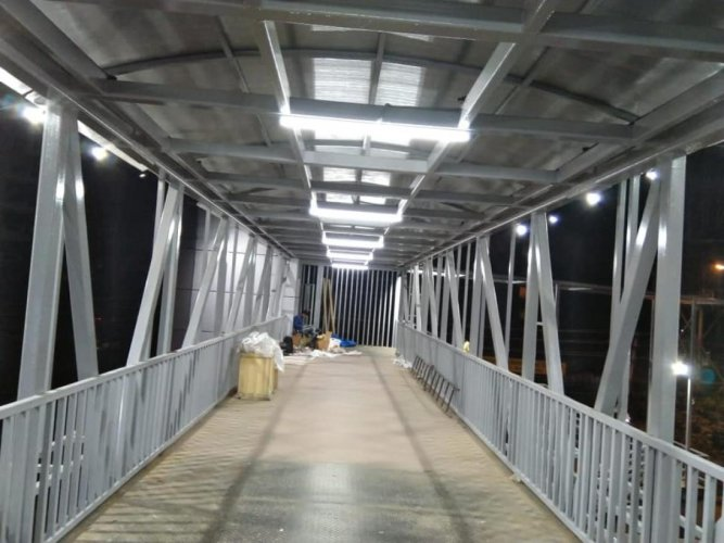 The newly built skywalk along the Outer Ring Road.