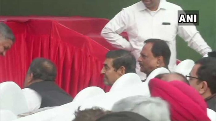 Jagdish Tytler sit in the front row at an event where Sheila Dikshit took over as its Delhi unit president. ANI Photo