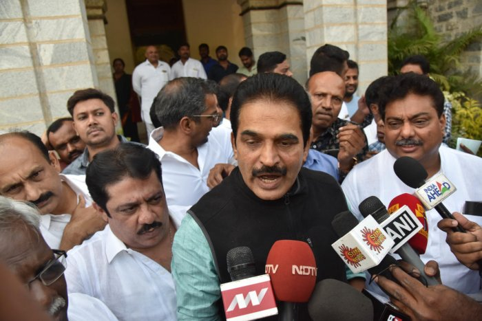 AICC General Secretary and Karnataka in charge, K C Venugopal talking to media after the KPCC leaders meeting, at Kumara Krupa guest house, in Bengaluru on Wednesday. DH photo