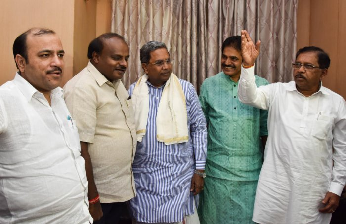 The coalition government in Karnataka suffered the first major setback when two MLAs, an Independent and a member of the Karnataka Pragnyavantara Janata Paksha, Tuesday withdrew support to the government. (DH File Photo)