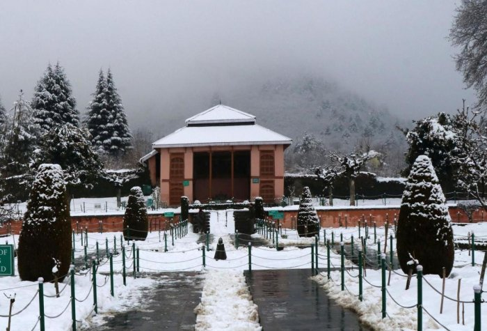 Kashmir is currently under the grip of 'Chillai-Kalan'. (DH Photo)