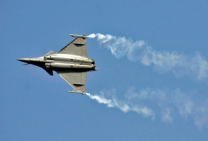 A Rafale fighter jet performs during the Aero India air show at Yelahanka air base in Bengaluru, India, February 18, 2015. REUTERS