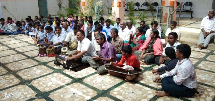 Students of Siddaganga School for Blind chant Panchakshari mantra for the speedy recovery of the ailing Shivakumara Swami, at Siddaganga Mutt in Tumakuru on Saturday.