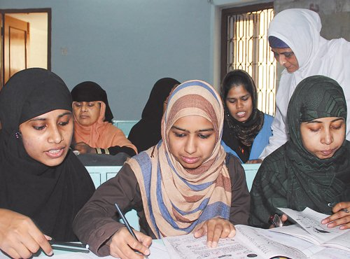 In a letter to Prime Minister Narendra Modi, UP Shia Central Waqf Board Chairman Waseem Rizvi has demanded to shut down of primary-level madrasas across the country in order to check terror group ISIS' influence on Muslim children. DH file photo