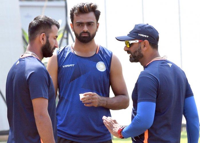 Saurashtra batsman Cheteshwar Pujara (left), captain Jaydev Unadkat (centre) and coach Sitansu Kotak ahead of their Ranji Trophy semifinal against Karnataka. DH Photo/ Srikanta Sharma R