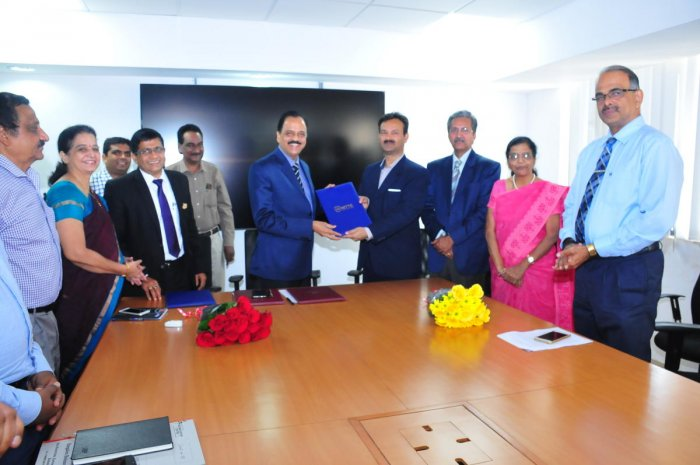 Nitte (Deemed to be University) Vice Chancellor Dr Satheesh Kumar Bhandary and Bangalore Bioinnovation Centre Managing Director Dr Jitendra Kumar exchange the MoU.