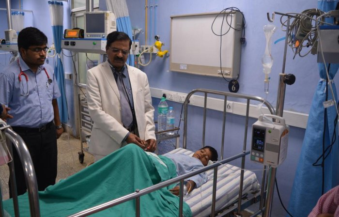Doctors at the R L Jalappa Hospital in Kolar attend to a boy who fell ill after consuming prasada at temple in Chintamani on Friday. DH photo