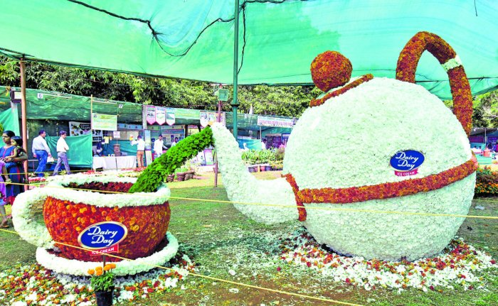 A model of a kettle and a tea cup made of flowers at the floricultural and horticultural exhibition organised by Department of Horticulture, Zilla Panchayat and Siri Totagarike Sangha at Kadri Park in Mangaluru on Saturday.