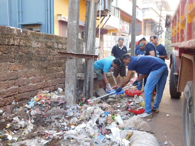Volunteers clear garbage in the Bunder area of Mangaluru as part of the fifth phase of Ramakrishna Mission Swacchata Abhiyan.