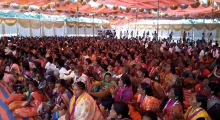 More than 2,000 women from various parts of Karnataka will take out a 'padayatra' and 'jail bharo Andolan' from Malleshwaram to Vidhana Soudha on Wednesday demanding a ban on the sale of liquor in the state. (DH Photo)