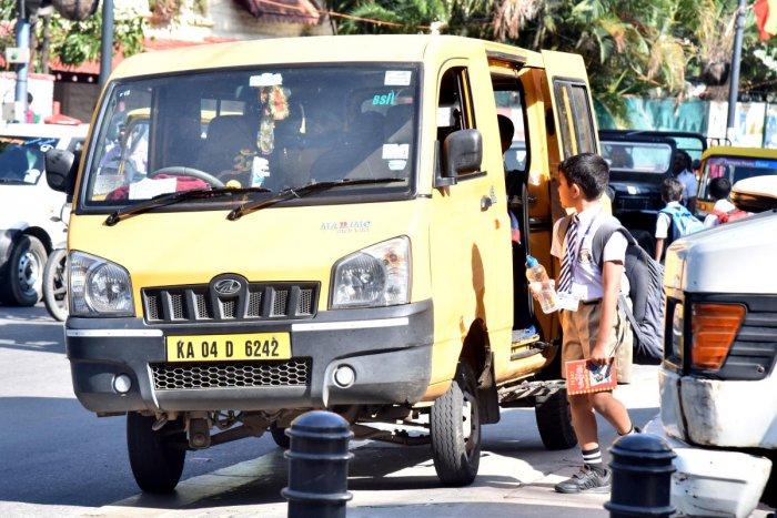 School van on Museum Road in Bengaluru. DH Photo/Janardhan B K
