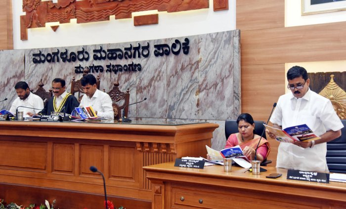 Mangaluru City Corporation Taxation, finance and appeals standing committee chairman Radhakrishna presents the budget for the year 2019-20 at Mangala Auditorium of MCC on Wednesday.