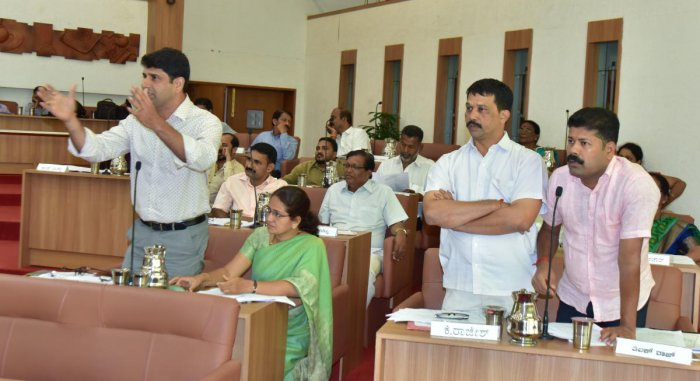 Mangaluru City Corporation Opposition leader Premanand Shetty and others raise the topic of the G+3 housing scheme at the MCC general meeting on Wednesday.